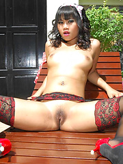 Thai brunette Kanda Kan with a rabbit dildo