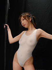 Sexy japanese girl Hinano likes oil