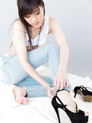 Sexy Japanese model Yurikawa Sara posing in high heels