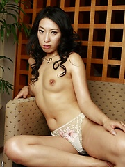 Sexy Japanese Ozawa Chris is posing topless