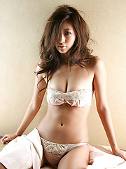 Delicious gravure idol hottie melts your heart in white lingerie